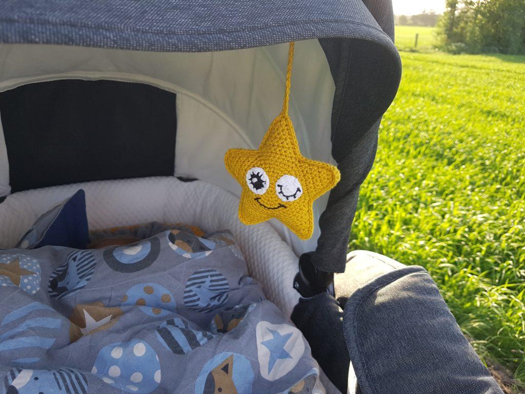 Hæklet-stjerneopgæng-på Stjerneophæng - En nem hæklet stjerne